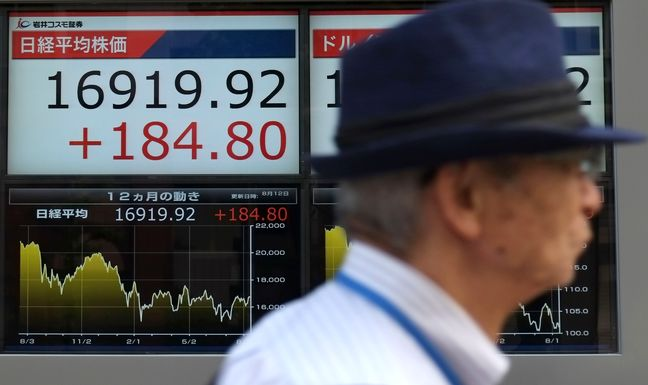 Asia stocks at one-year high on global easy money policy, oil jumps