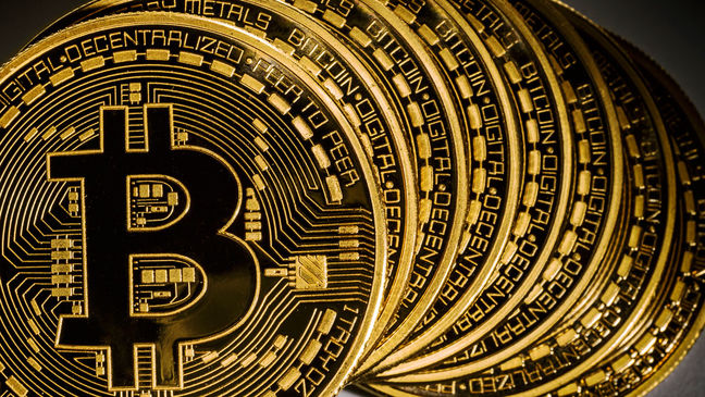 Here Are the Big Names Who Are Backing and Slamming Bitcoin