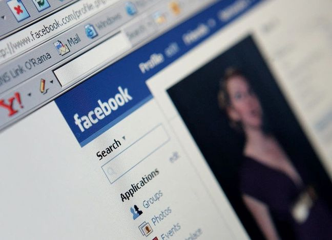 Facebook Rolls Out Workplace Service to Compete With Slack