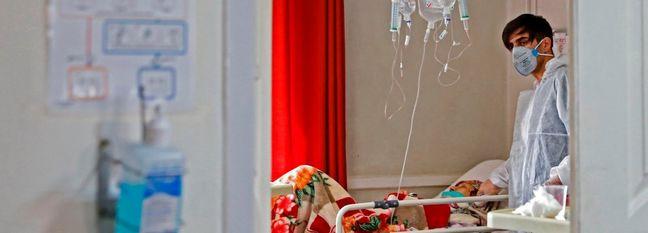 Iran Tightens Virus Restrictions Despite Sharp Drop in Cases
