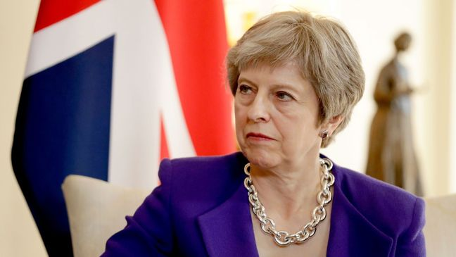 How does a leadership challenge to a UK prime minister work?