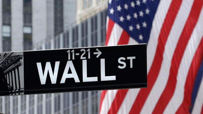 U.S. Stocks Post Longest Slide Since 1980, Bonds Rise Amid Angst