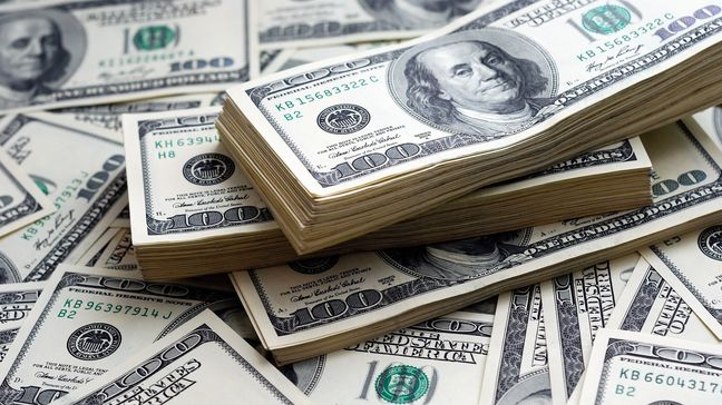 Dollar Woes Deepen as Stocks Are Mixed; Gold Rises