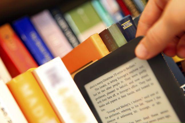 ebooks in Tehran Metro: Read as You Go