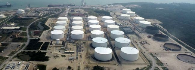 Oil Holds Near 5-Month High on US Output Cuts
