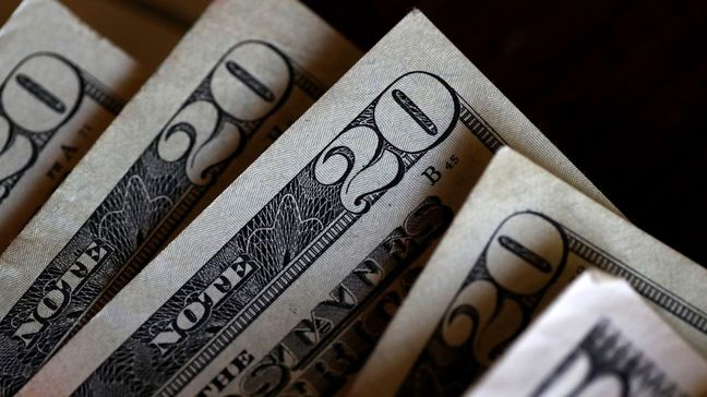 Treasuries Slide, Dollar Gains as Busy Week Begins