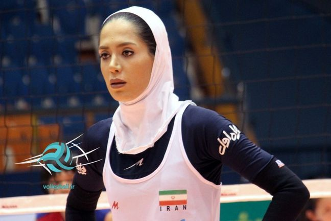 Iranian female volleyball player elected as best player in Central Asia