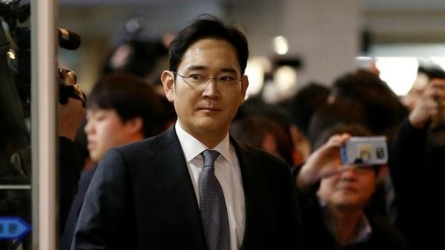 South Korea prosecutor delays decision on arrest warrant of Samsung's Lee