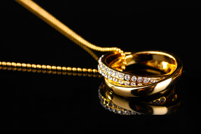 Iran's Gold Jewelry Demand Rises to 4-Year High, Bucks Oil Slump