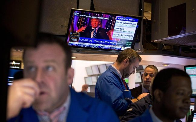 Stocks Rise, Dollar Slumps as Trump Woes Intensify