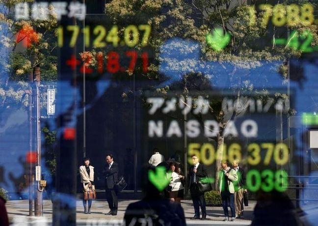 Asia Stocks Drop, Yen Steady Before Trump Speech