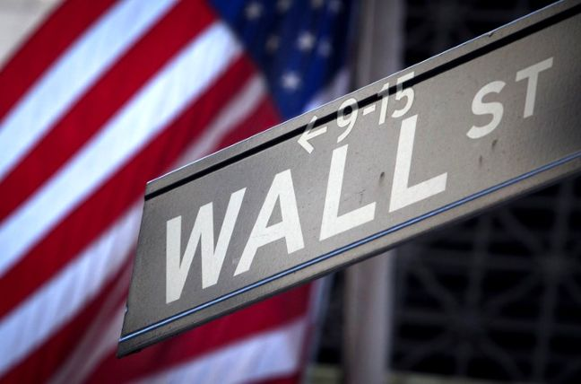 Dollar Gains on Rates, U.S. Tax Plan; Stocks Mixed