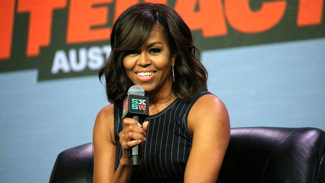Popular Michelle Obama courts young people for Clinton