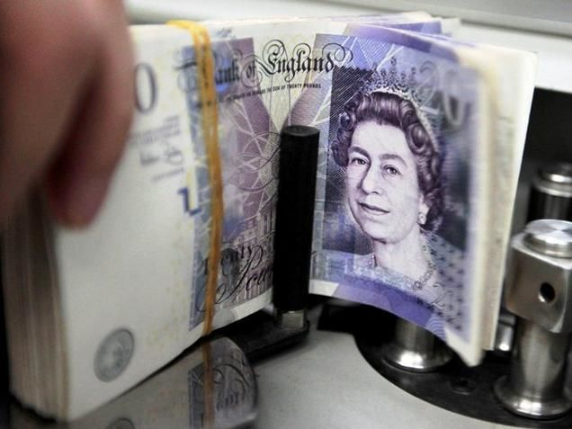 European shares dip, sterling falls on Brexit comments