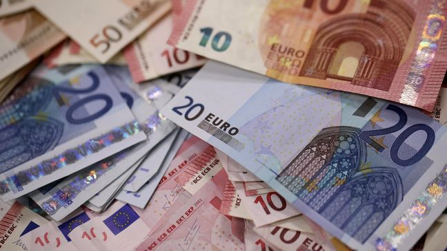 Euro Strength Takes the Shine Off Germany's Bumper Economic Year