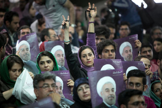 Iran Counts Votes as High Turnout Encourages Rouhani Supporters