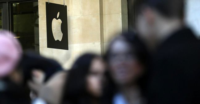 EU to hand Apple Irish tax bill of $1.1 billion, source says