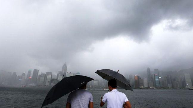 Typhoon Hits South China After Lashing Storm-Battered Hong Kong