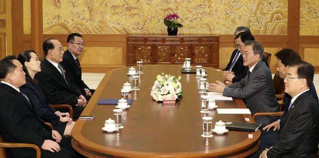 Kim Jong Un Invites South Korea's Moon to Summit in Pyongyang