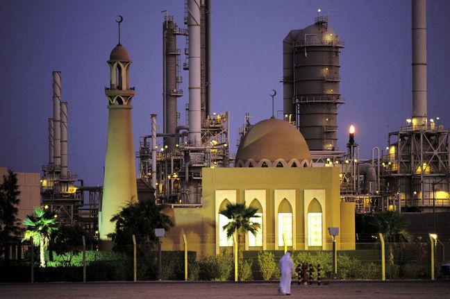 Saudi Arabia Ousts U.S. as Biggest Oil Producer, IEA Says