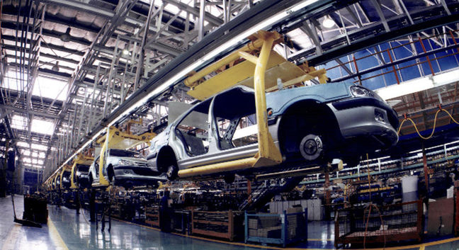 Lebanese minister urges co-op with Iran in car manufacturing