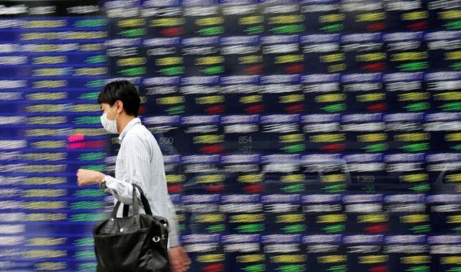 Stocks Decline Globally as Oil Slides; Euro Gains